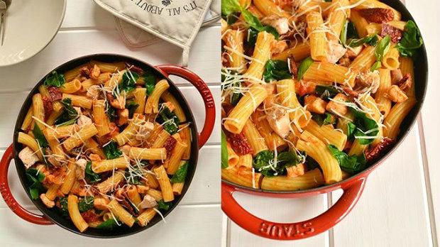 Těstoviny s lososem a rajčaty