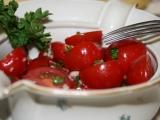 Rajčatový salát s česnekem recept