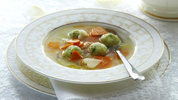 Svatební kuřecí polévka s bylinkovými knedlíčky