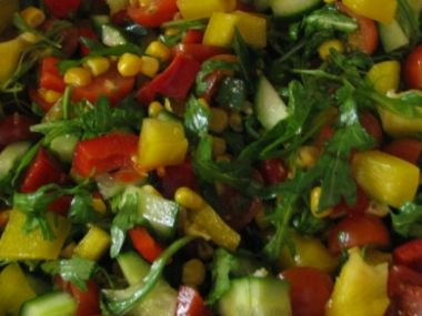 Recept Salát s kukuřicí a sójovými výhonky