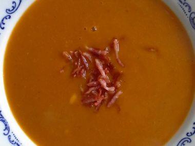 dýňová polévka se slaninou