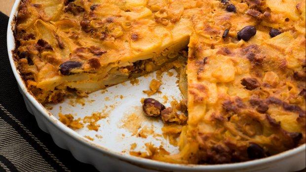 Bramborový koláč s chorizem a sýrem manchego