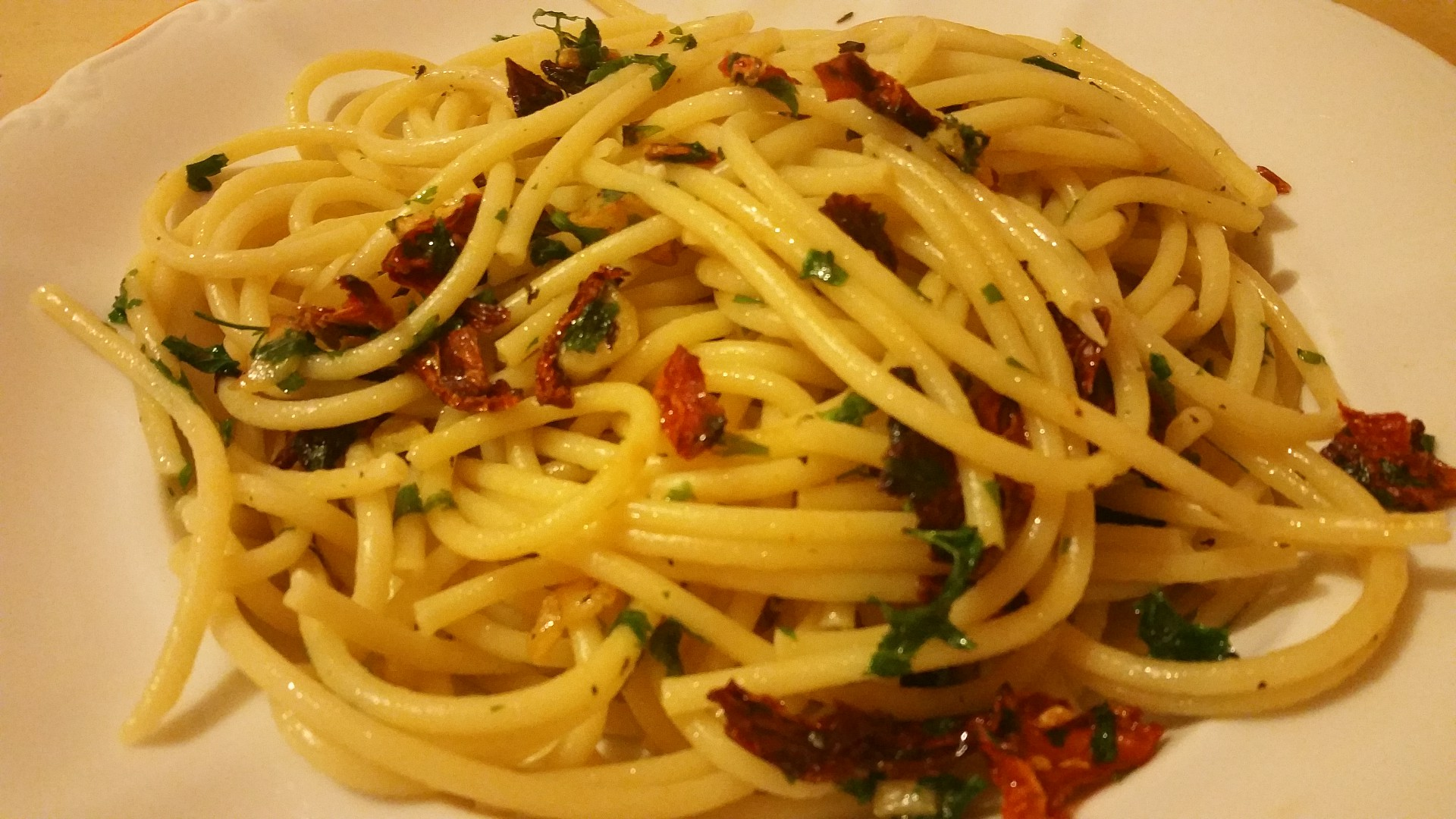 Aglio olio s sušenými rajčaty recept