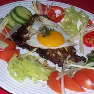 Marinovaný hovězí plátek s vejcem recept