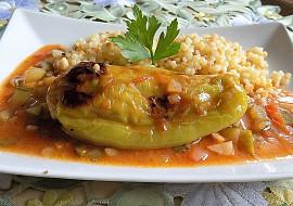 Papriky plněné mletým masem a tvarůžky s pikantní omáčkou recept ...