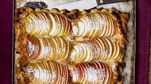 Rychlý jablečný koláč z listového těsta
