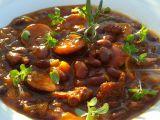 Chilli fazole s klobásou a sušenými rajčaty recept