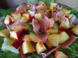 Salát s nektarinkou a pršutem recept
