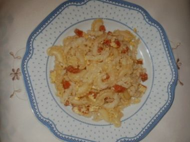 Těstoviny se salámem a vejci