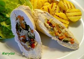 Kuřecí roládky plněné čínskou zeleninou s opékanými brambory ...