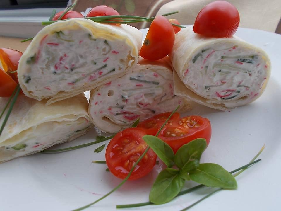 Surimi salát s rajčaty a kapary v tortilách recept
