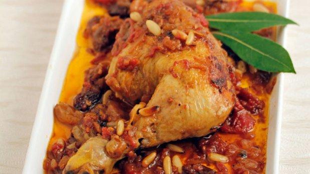 Voňavé kuře s rozinkami a piniovými semínky