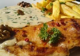 Kuřecí steak s omáčkou z Nivy a s ořechy recept