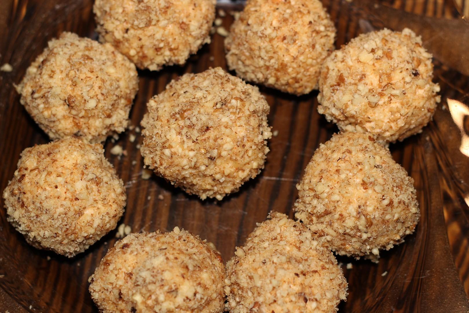 Sýrové kuličky obalené ořechy recept