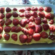 Piškotový korpus s krémem a ovocem recept