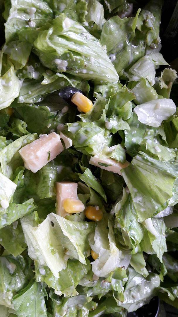 Ledový salát s česnekem a sýrem recept