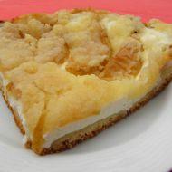 Kynutý koláč s tvarohem, jablky a drobenkou recept