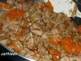 Vepřové nudličky s praženým sezamem recept