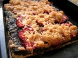 Kynutý koláč s mákem, švestkami a skořicovou drobenkou recept ...
