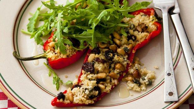 Pečené papriky s oříškovou náplní