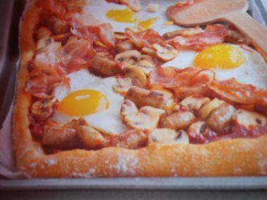 Pizza se slaninou a vejci