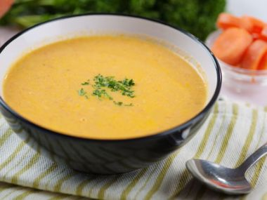 Krémová mrkvová polévka s kokosovým mlékem