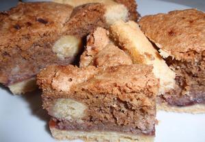 Křehký ořechový dort (řez)