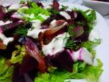 Salat z pecene cervene repy a cibule recept