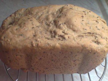 Pšenično  celozrnný chléb z domácí pekárny