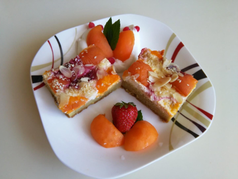 Ovocná kuskusová buchta s tvarohem a šmakounem meruňka ...