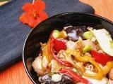 Čínské nudle s kuřecím masem a zeleninou recept
