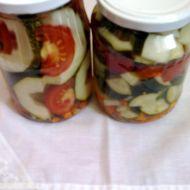Sterilovaná cuketa s rajčaty a okurkami recept