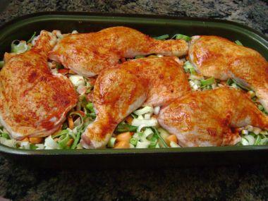 Kuřecí stehna zapečená na zelenině