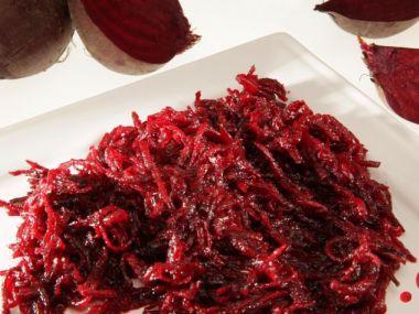 Přílohový teplý salát z červené řepy