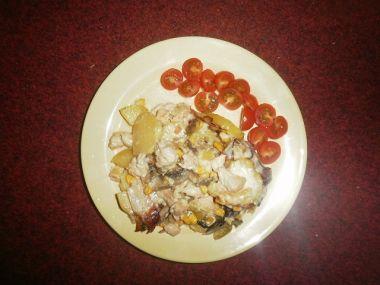 Zapečené brambory s kuřecím masem a zeleninou