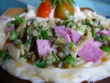 Vařené uzené s česnekovou kaší a pikantní okurkou recept ...