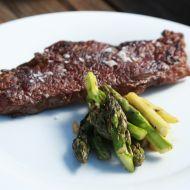 Steak s chřestovým salátem recept