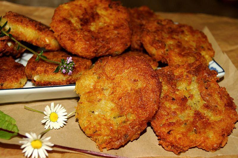 Karbanátky z brambor a balkánského sýra recept