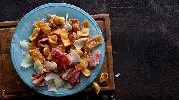 Pasta fritta – smažené křupky z nudlového těsta