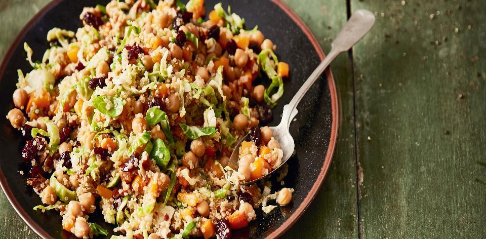 Teplý salát s quinoou a růžičkovou kapustou