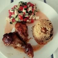 Kuřecí paličky s jáhlami a zeleninovým salátem recept