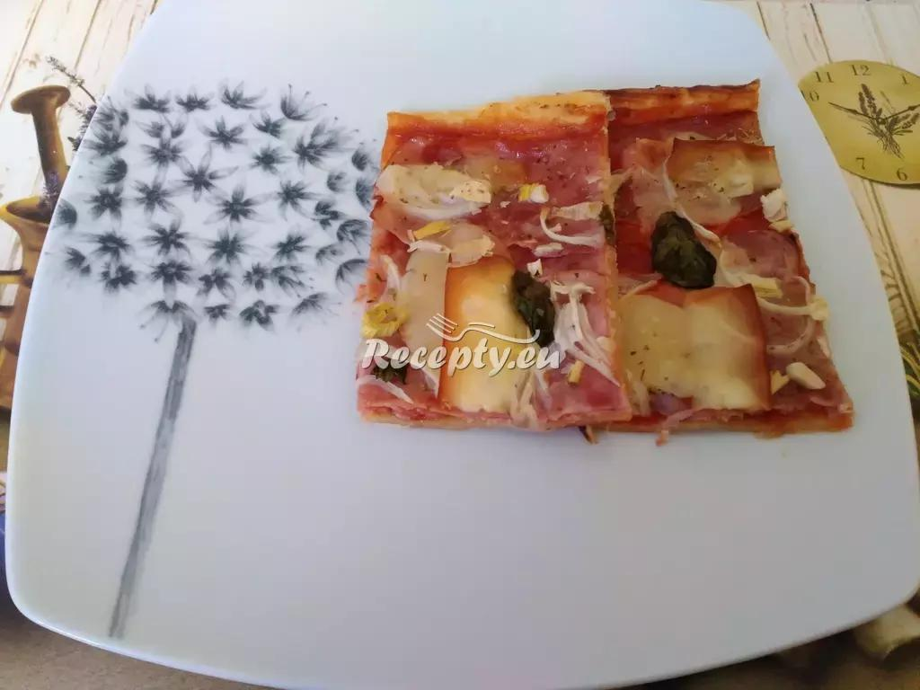 Pizza z listového těsta recept  pizza