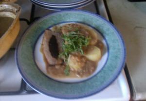 Vepřová pečeně se švestkovou nádivkou a jablečným pyré ...