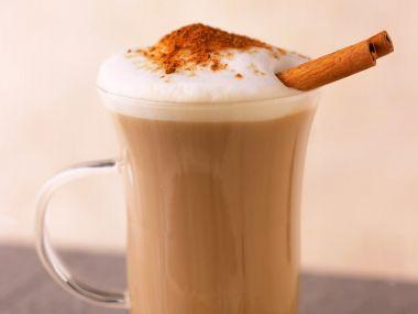 Čokoládová káva se skořicí