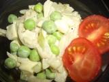 Cibulový salát s hráškem recept