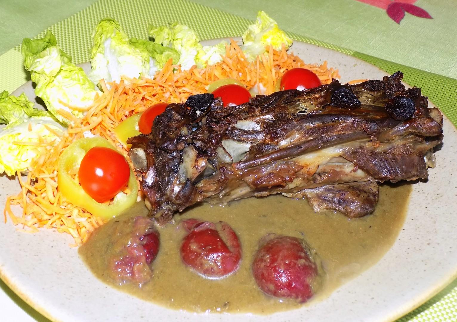 Jehněčí hřbet s pórkovo-švestkovou omáčkou recept
