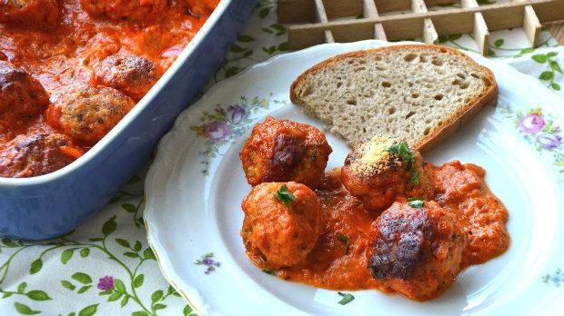 Parmezánové kuřecí kuličky v tomatové omáčce