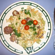 Těstoviny s masovými knedlíčky v pánvi recept