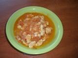 Kuřecí nudličky na cibuli a rajčatech recept