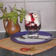 Zmrzlinový pohár s horkou ovocnou polevou recept